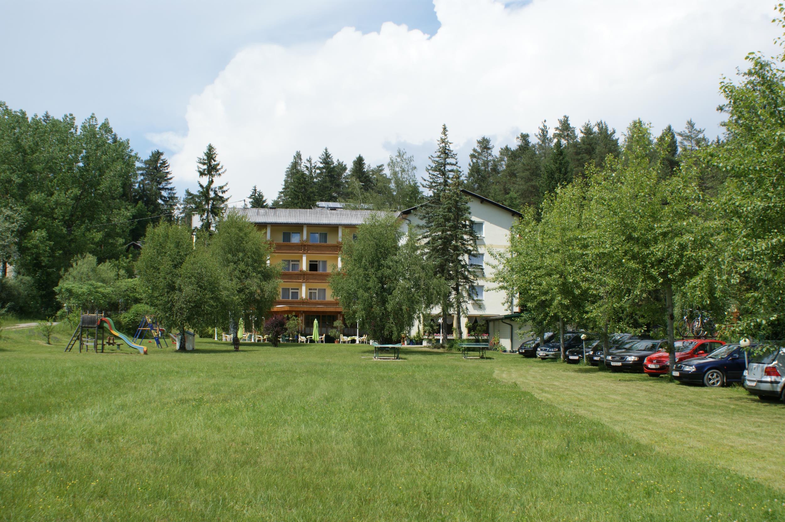 Hotel_Ansicht_vom_Seeufer